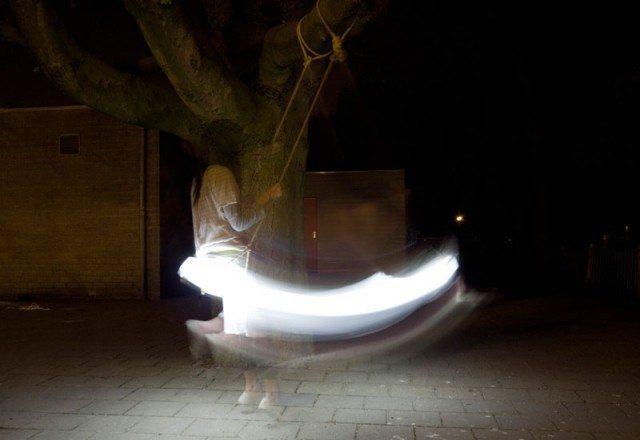 闇に浮かぶ光るブランコ[Swing Lamp]