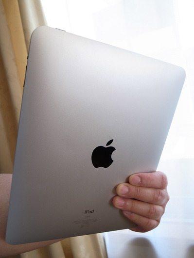 iPad2は「片手で持てる軽快スレート」 実機レビュー その2 【増田(@maskin)真樹】