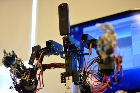 VRでロボットを化身として操縦、遠隔操作義体「GITAI」と専用OSの開発進む @maskin