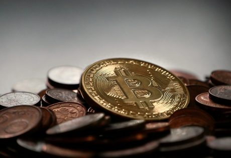 仮想通貨交換業、金融庁が11事業者を承認