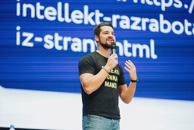 キーノートスピーチを務めたデータサイエンティストのPavel Pleskov氏(H2O.ai)